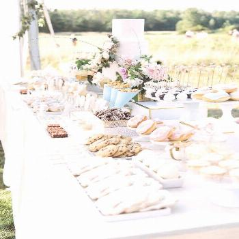 A Gorgeous Backyard Wedding in Buffalo, New York | Brides | Planning: KC You There | Photo: Bridget
