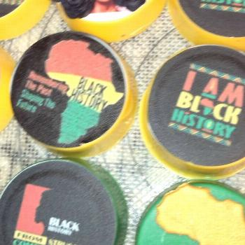 Black History Month themed Oreos ️#chocolatecoveredoreos #party