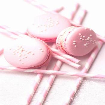 Friday Favourites: Pink Lemonade Macarons, Gold & More!