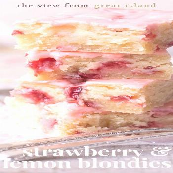 Strawberry Lemon Blondies ~ this easy strawberry dessert is a cross between a lemon bar and strawbe
