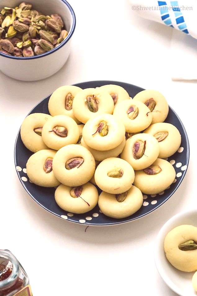 A chewy peda sweet is similar to fudge, but made with a cooked dough spiced with cardamom and saffr