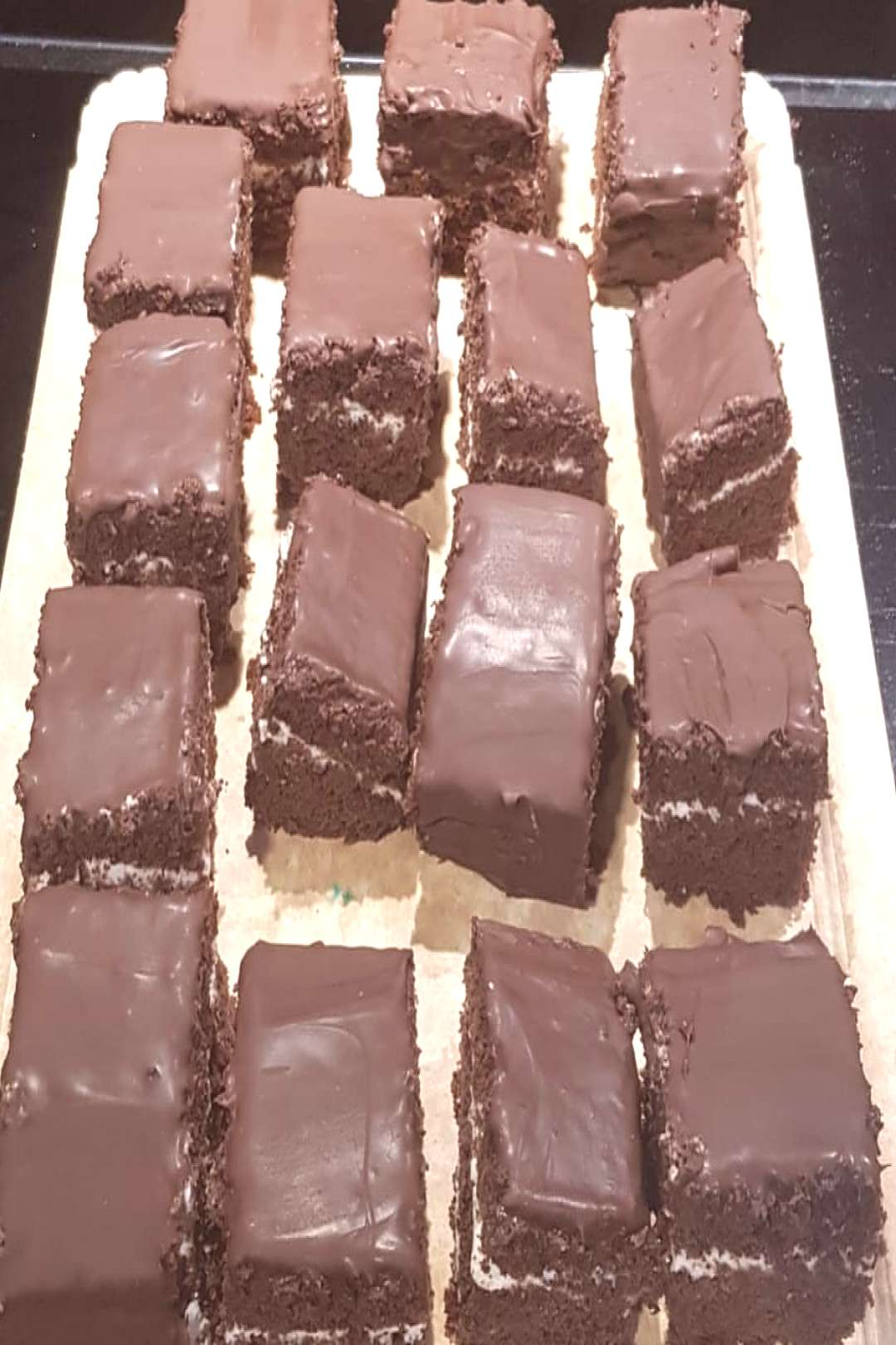 Bizcochitos de chocolate con mascarpone y cobertura de chocolate