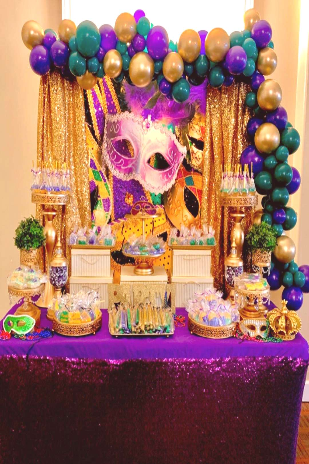 Collab with .okies . Mardi Gras theme table #mardigras #sweets #s