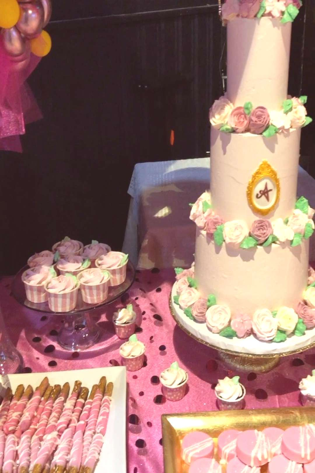 Take a look at this sweets table! . . . #pink #birthday #sweetsta