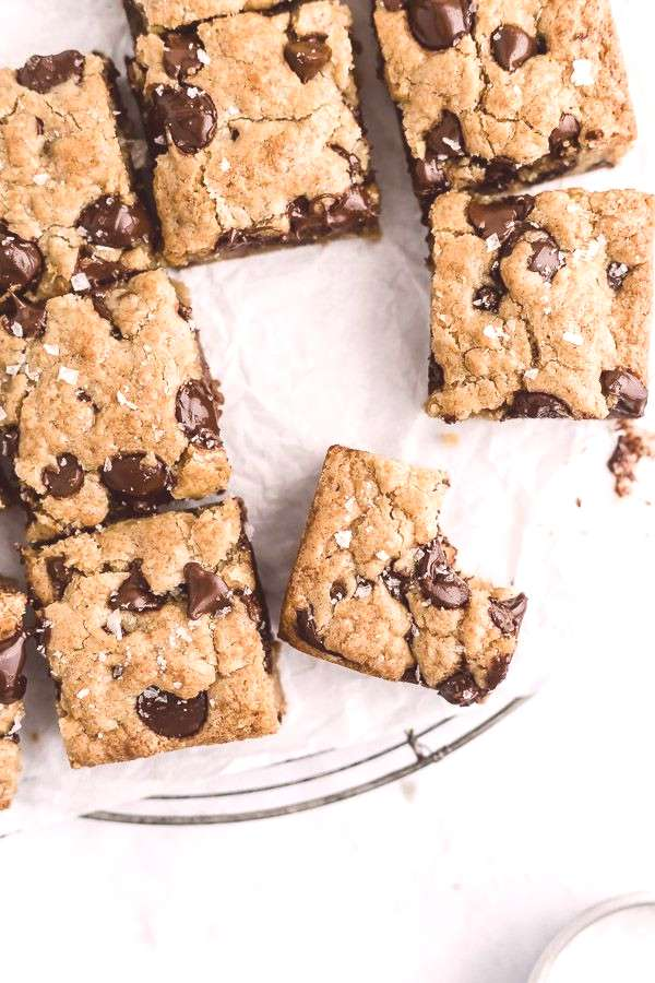 The Best Brown Butter Chocolate Chip Blondies - Browned Butter Blondie